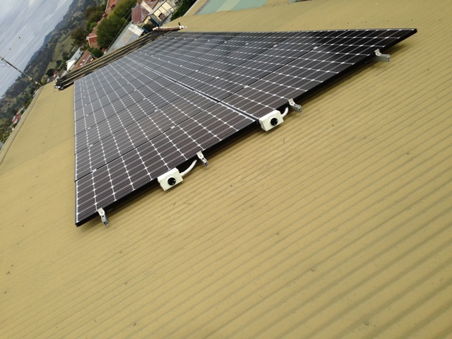 We stock solar panels from reputed manufacturers like LG