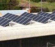 We recommend tilt frames on flat roofs like at this solar installation at Clunes, Victoria